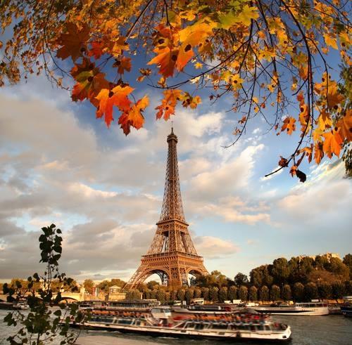 Rezervările în scop turistic pentru destinația Paris, Franța, au scăzut aproape de zero