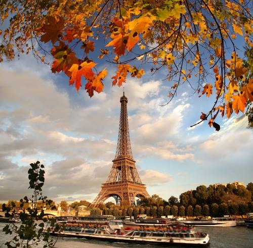 Românii mai merg la Paris doar în interes de business