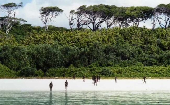 Locuitorii insulei North Sentinel traiesc ca in Epoca de Piatra