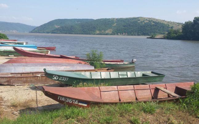 Locul în care Dunărea părăseşte Serbia şi intră în România