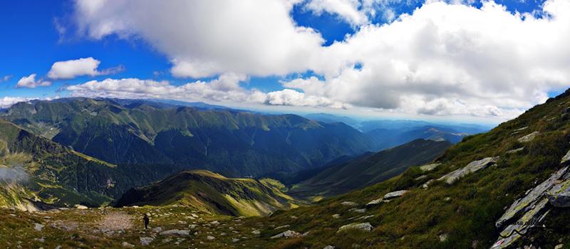 De 1 iunie la 2517 metri pe Varful Lespezi din Muntii Fagaras