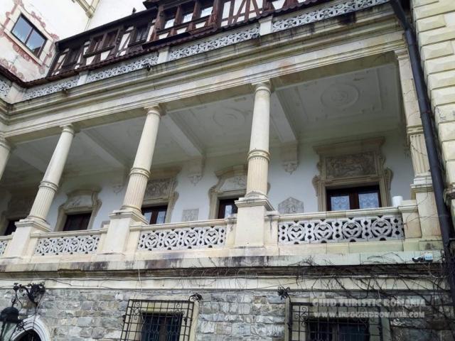 Fatada Castel Peles