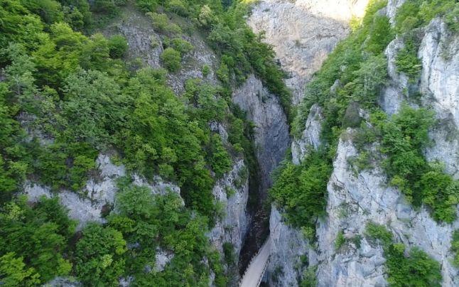 Cheile Bistriţei, cel mai îngust canion de calcar din Romania