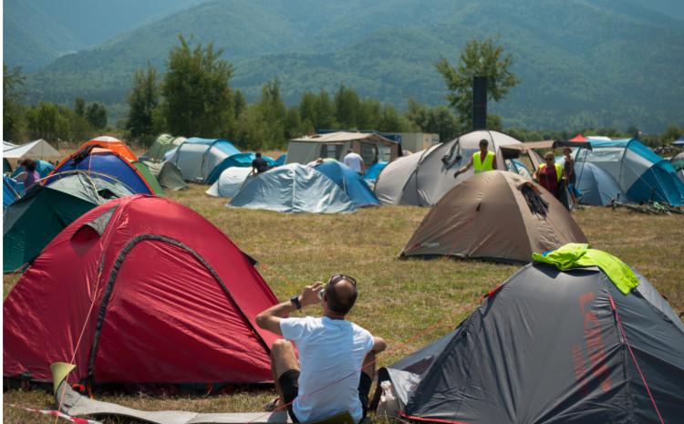 GRADINA IELELOR, cel mai mare spatiu de campare din Romania