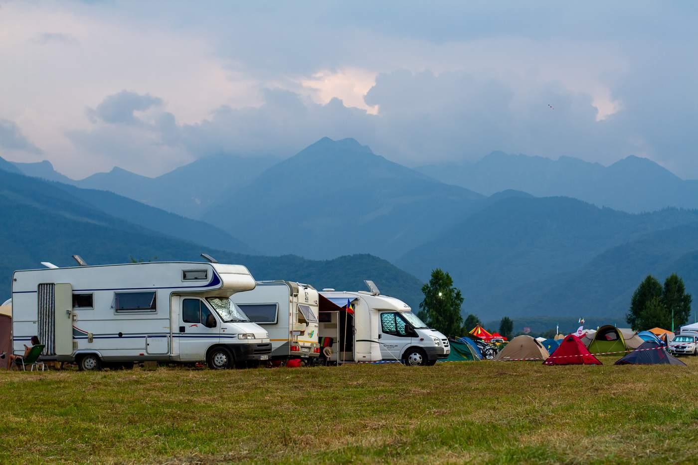 Gradina Ielelor – cel mai mare spatiu de campare din Romania